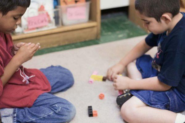 cara-melatih-kemampuan-motorik-kognotif-dan-sosial-si-kecil