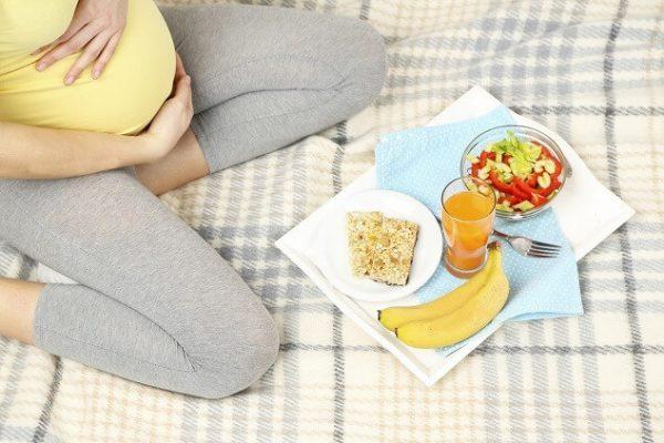 makanan-yang-perlu-diperhatikan-oleh-ibu-hamil