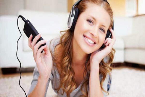 Rumus Agar Dengarkan Musik Lewat Earphone Tak Bikin Tuli
