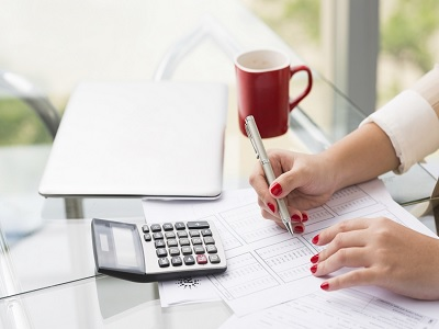 Ingin Menabung Seperempat Gaji Anda? Lakukan Hal Ini